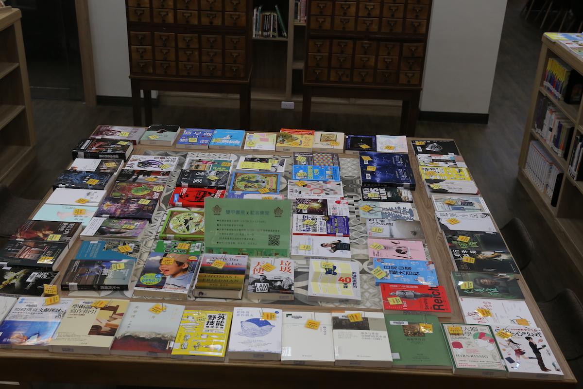 new books display, 1f